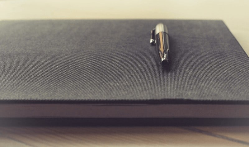 Mehr braucht es nicht zum Schreiben eines Tagebuchs: ein Stift und ein Heft.